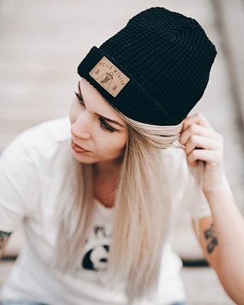Hello Winter Fox Beanie Black