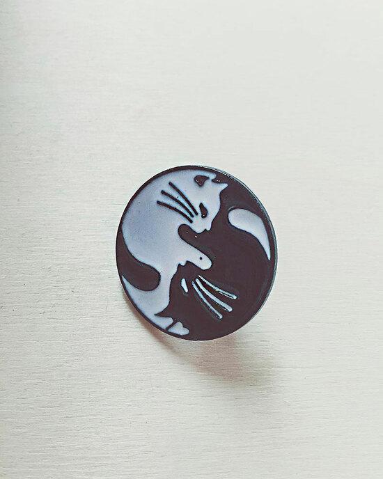 Yin & Yang Button
